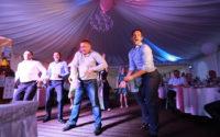 Парни жгут на танцполе