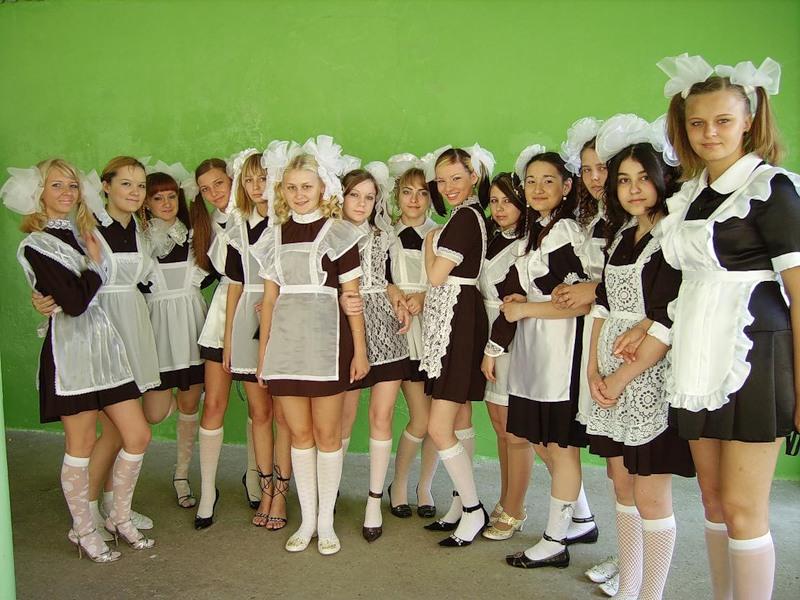 Школьная форма выпускниц на последний звонок.